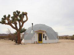 砂漠のドームハウスは、コンパクトだけど広さを感じるミドルサイズ
