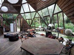 好き嫌いが分かれる!?解体木材で建てた古びたドームハウス