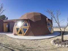 スペインの建築家によるドームハウス同士の繋げ方