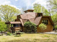 アメリカのコネチカット州ニューミルフォードにあるドームハウス