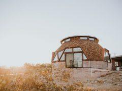 アメリカのカリフォルニア州パームスプリングスにある建築家が設計したドームハウス