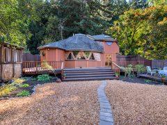 アメリカのカリフォルニア州ロシアンリバーにあるドームハウス