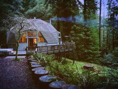 アメリカのカリフォルニア州カザデロにあるドームハウス