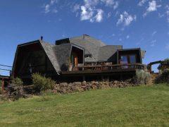 アメリカのオレゴン州シスターズにあるドームハウス