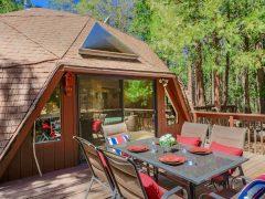 アメリカのカリフォルニア州アイディルワイルド=パイン・コーブにあるドームハウス