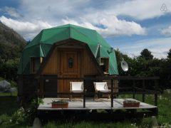 アルゼンチンのチュブ州ラゴ・プエロにあるドームハウス
