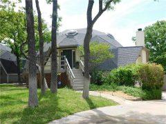 アメリカのテキサス州ベッドフォードにあるドームハウス