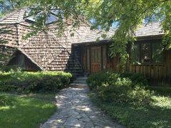 アメリカのイリノイ州ダウナーズ・グローヴにあるドームハウス