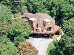 アメリカのカリフォルニア州ロイヤル・オークスにあるドームハウス