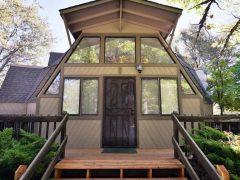 アメリカのカリフォルニア州ガーデンバレー にあるドームハウス