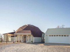 アメリカのカリフォルニア州プラサービルにあるドームハウス