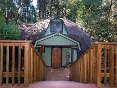 アメリカのカリフォルニア州ポロックパインズにあるドームハウス