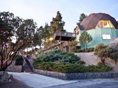 アメリカのカリフォルニア州アイディルワイルド=パイン・コーブにある宿泊できるドームハウス その2