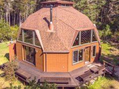 アメリカのカリフォルニア州フォートブラッグにあるドームハウス