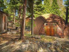 アメリカのカリフォルニア州レイク・アローヘッドにあるドームハウス