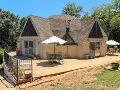 アメリカのカリフォルニア州ガーデンバレーにあるドームハウス